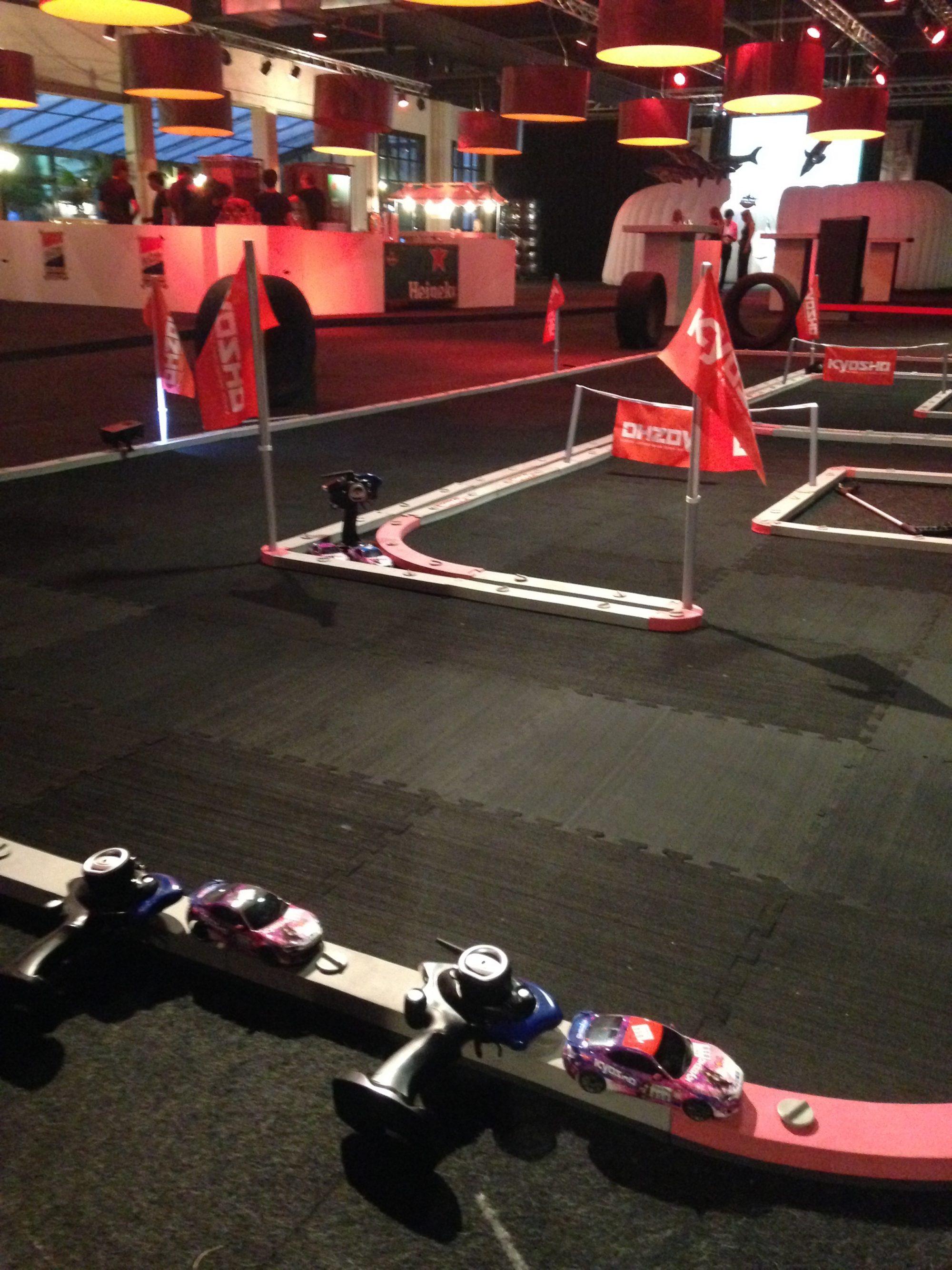 Publiekstrekker!  Mobiele RC Racebaan - Kartbaan - Pitstoprace of RaceMascotte ook op jullie event?